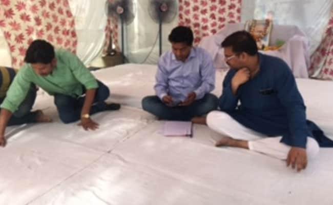 kapil mishra hunger strike