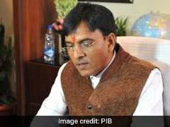 गुजरात में केंद्रीय मंत्री मनसुख मंडविया पर जूता उछाला गया