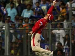 IPL 10: मार्टिन गप्टिल के एक हाथ से लिए यादगार कैच पर फैंस ने ट्विटर पर दी यह प्रतिक्रिया..