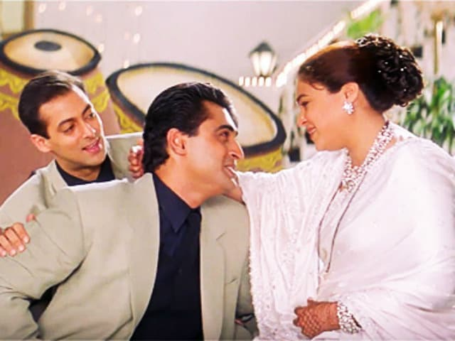 Reema Lagoo's Co-Star Mohnish Bahl Writes Emotional Tribute To Actress