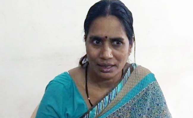 दिल्ली गैंगरेप केस : फैसला सुन भावुक हुई निर्भया की मां, लोगों ने तालियां बजाकर कोर्ट को कहा- शुक्रिया