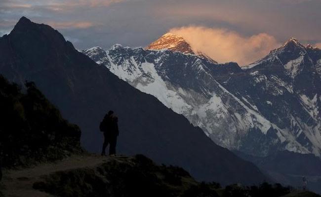 एवरेस्ट की चोटी 21वीं बार फतह कर नेपाली शेरपा ने रिकॉर्ड बनाया