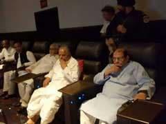 कटप्पा ने बाहुबली को क्यों मारा? जवाब जानने के लिए मुलायम ने भी देखी फिल्म