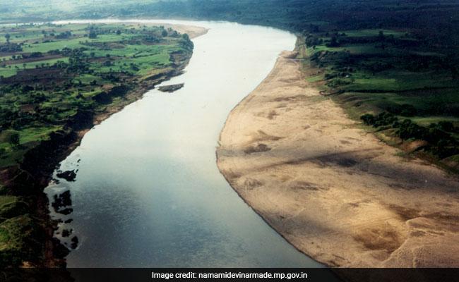 नदी को बचा लेने का अहंकार...
