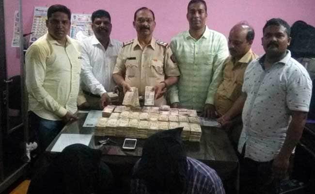 मुंबई में एक करोड़ के पुराने नोटों के साथ चार गिरफ्तार