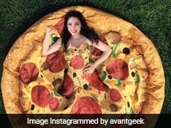 OMG : क्या आप बता सकते हैं ये ड्रेस है या पिज्जा? वायरल हो रहा वीडियो