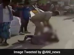 'योगीराज' में पुलिसिया तांडव: बूढ़े रिक्शावाले को सरेआम घसीटा-मारे कोड़े, कांग्रेस ने चेताया