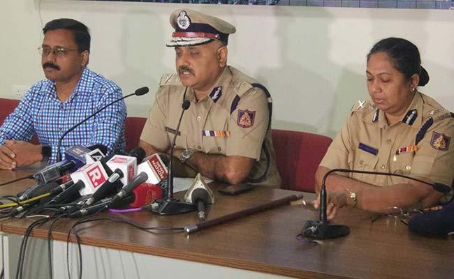 बेंगलुरु : तीन पाकिस्तानी आधार कार्ड के साथ गिरफ्तार, क्या प्रेम प्रसंग का है मामला?