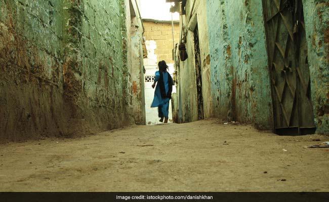 10 घरों में झाड़ू-पोंछा करने वाली लड़की फर्स्ट क्लास से पास, सैल्यूट के काबिल है जज्बे की कहानी