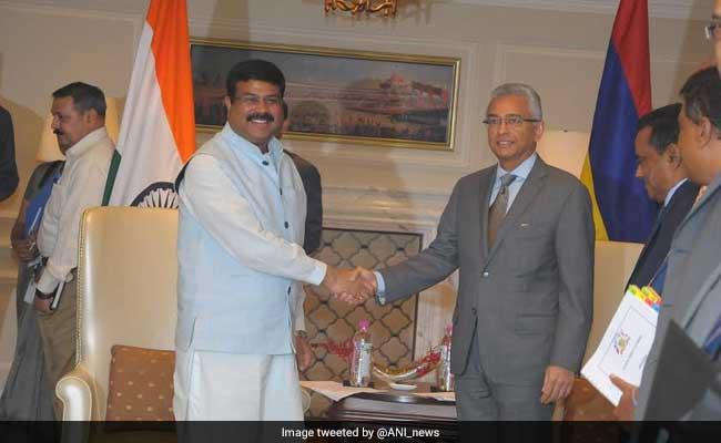 Mauritian Prime Minister Pravind Jugnauth Arrives In India; To Meet PM Modi, President Mukherjee Tomorrow