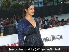 हॉलीवुड डेब्यू फिल्म 'बेवॉच' के प्रीमियर में इस अंदाज में नजर आईं प्रियंका चोपड़ा
