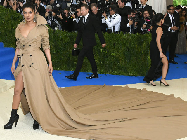 Met Gala 2017 - Priyanka Chopra's Look Reviewed By Twitter. Verdict: 10 On 10