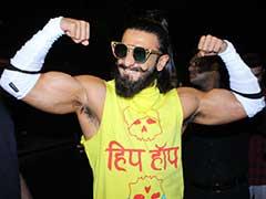 रणवीर सिंह, ये पीली टीशर्ट, सफेद पैंट, गुलाबी जूते... ऐसे कपड़े कौन पहनता है भाई?