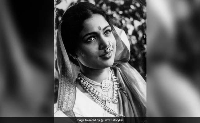 बॉलीवुड ने जताया रीमा लागू के निधन पर शोक, ट्विटर पर भेजे संदेश