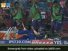 IPL 2017: MS Dhoni's Hit Sends Rohit Sharma Tumbling Into RPS Dug-Out