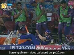 IPL : एमएस धोनी के करारे छक्के से कप्तान रोहित शर्मा पुणे के डगआउट में जा गिरे, फिर स्मिथ ने... Video