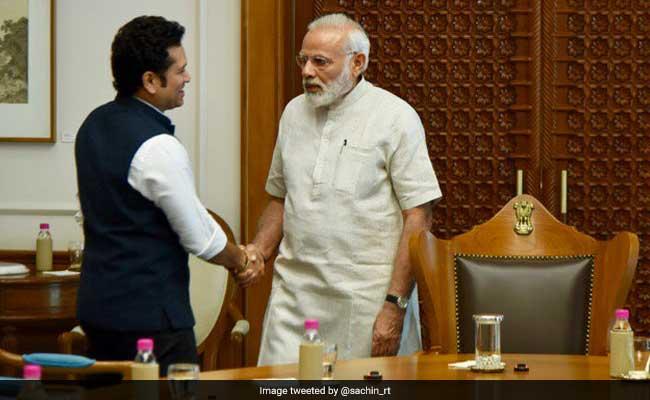 प्रधानमंत्री नरेंद्र मोदी से मिले तेंदुलकर, अपनी फिल्म 'सचिन ए बिलियन ड्रीम्स' को लेकर की चर्चा
