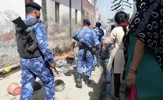 सहारनपुर : मल्हीपुरा हिंसा में मारे गये मृतक के परिजनों को प्रशाशन ने दी आर्थिक सहायता