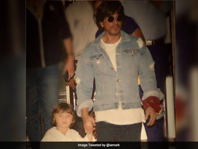 Seen Shah Rukh Khan And AbRam's 'Hand Some' Moment Yet?