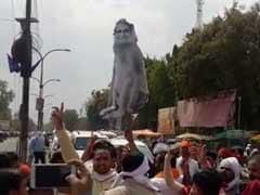 शिवसेना ने बीजेपी के विरोध के नाम पर पुतले पर किया पेशाब, फतवा भी जारी किया