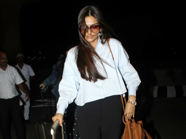 Cannes Film Festival: Sonam Kapoor Flies Out Of Mumbai With Sister Rhea. See Pics