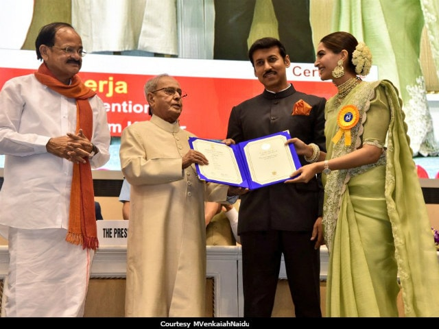National Film Awards 2017: Anil Kapoor Congratulates Sonam Kapoor On Twitter