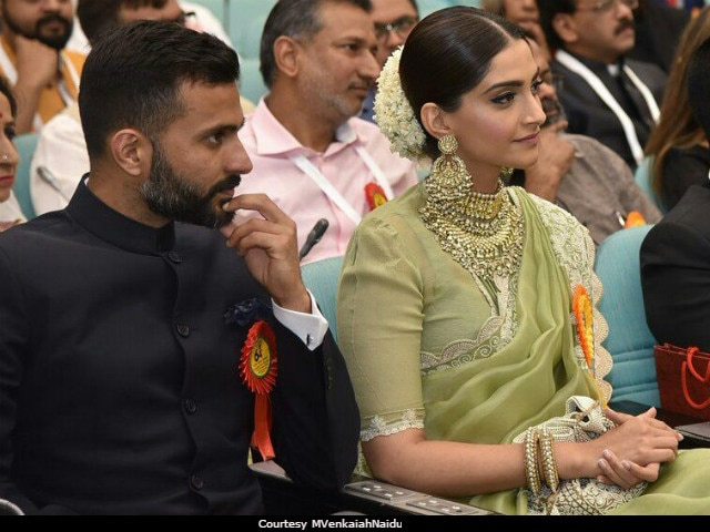 National Film Awards 2017: The Internet Spotted Sonam Kapoor's Rumoured Boyfriend Anand Ahuja Next To Her