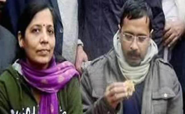 अरविंद केजरीवाल की पत्नी ने कपिल मिश्रा को सुनाई खरी-खोटी, कपिल बोले - वो अपने पति के पतन से परेशान हैं