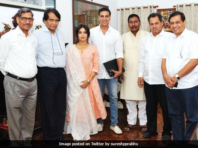Toilet: Ek Prem Katha - Akshay Kumar And Bhumi Pednekar Meet Union Minister Suresh Prabhu