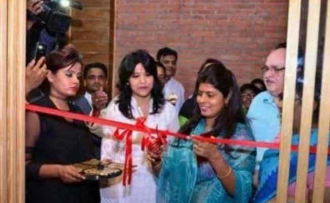 यूपी की मंत्री स्वाति सिंह ने किया बियर बार का उद्घाटन, सीएम योगी आदित्यनाथ ने किया जवाब तलब