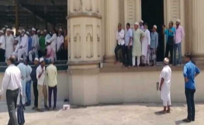 Chaos At Kolkata's Tipu Sultan Mosque, Fatwa-Imam Not Allowed To Lead Prayers