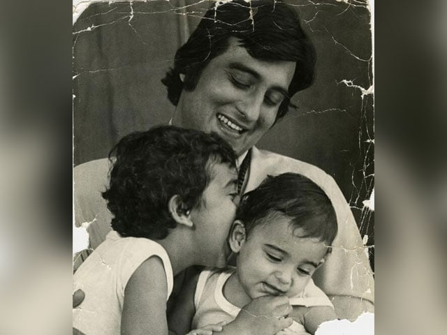 Vinod Khanna And Sons. Rahul Khanna Posts Wonderful Old Pic To Remember Late Actor By