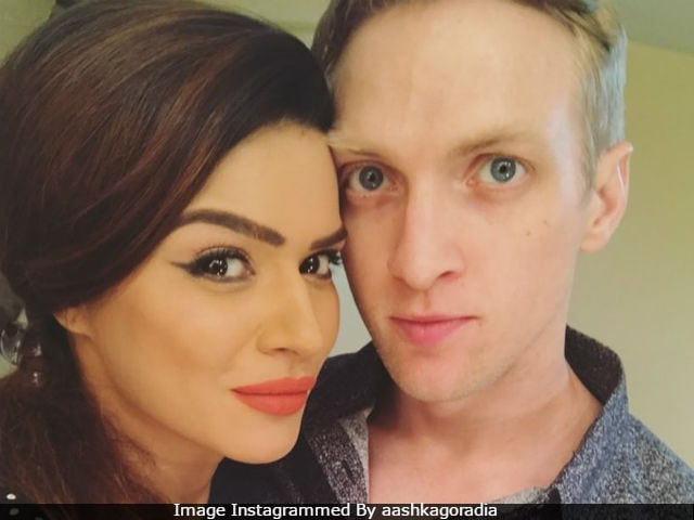 Nach Baliye 8 Done. Aashka Goradia, Fiance Brent Goble Holiday In Goa. See Pics