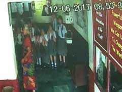 अहमदाबाद : छात्रा ने बनाई दो की जगह एक चोटी, स्कूल में सजा मिली- 200 उठक-बैठक...