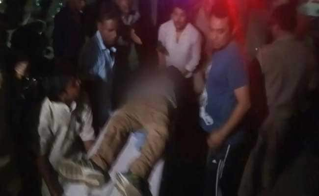 इलाहाबाद : रेस्तरां से खाना पैक करवाकर निकले ठेकेदार की गोली मारकर हत्या, जख्मी पत्नी अस्पताल में भर्ती