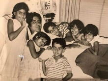Amitabh Bachchan Plus The 'Bachchan Bunch.' Can You Spot Abhishek And Shweta In This Throwback Pic?