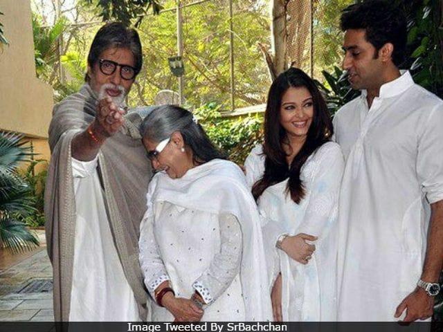 Seen This Pic Of Amitabh, Jaya, Aishwarya And Abhishek Bachchan?