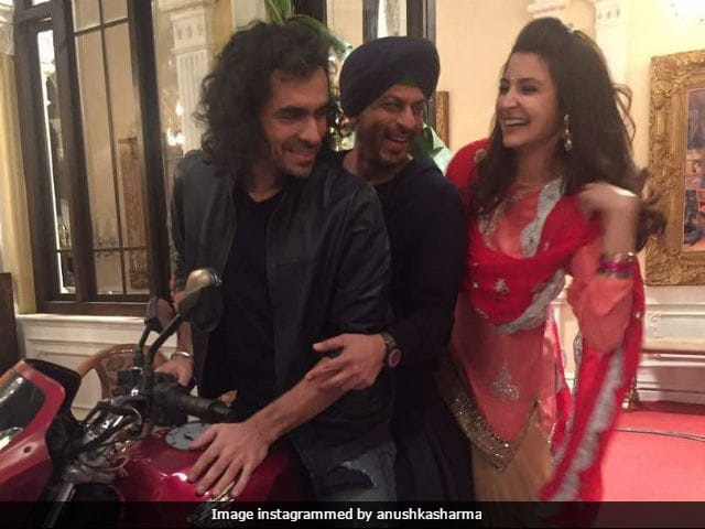 Anushka Sharma Shares Adorable Picture With Shah Rukh Khan And Jab Harry Met Sejal Director