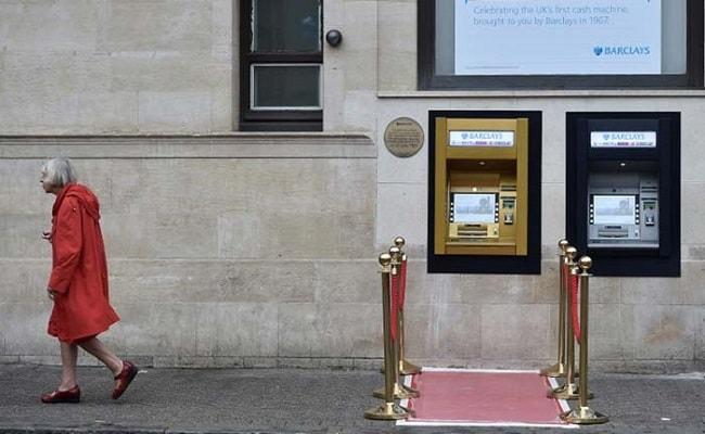 कैसे और किसे आया था पहली बार एटीएम का आइडिया, 50 साल का हुआ दुनिया का पहला एटीएम, सोने में ढला...