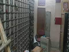 गाजियाबाद में चोरों ने बैंक की दीवार काटकर लगाई सेंध, लॉकरों से करोड़ों का माल उड़ाया