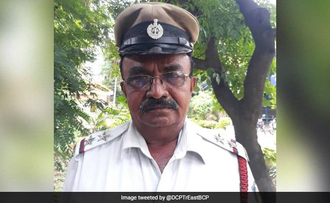Traffic cop stops President Pranab Mukherjee's convoy in Bengaluru, rewarded