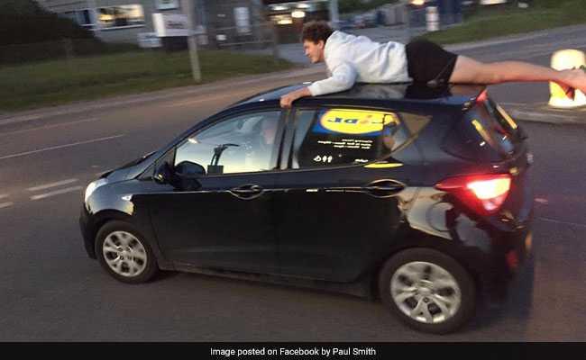 ये चलती कार की छत पर लेटकर कहां जा रहा है यह 'स्टंटबाज' शख्स...?
