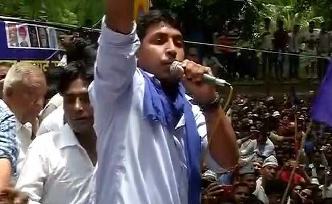 भीम आर्मी समर्थकों ने चंद्रशेखर की गिरफ्तारी पर किया प्रदर्शन