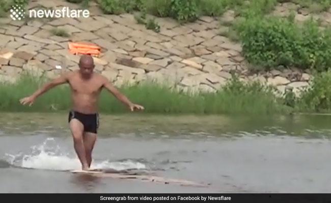योग की ताकत से पानी पर 125 मीटर तक दौड़ने का दावा, जिसने भी Video देखा हैरान रह गया