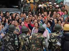 दार्जीलिंग में तनाव : GJM समर्थकों और सुरक्षा बलों के बीच झड़प, पुलिस ने MLA के बेटे को पकड़ा