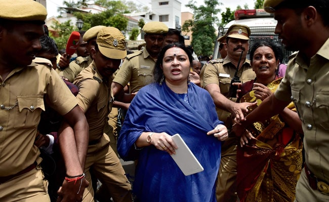 High Drama As Deepa Jayakumar Stopped From Entering Aunt Jayalalithaa's Home
