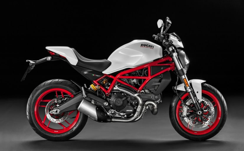 Ducati Monster  Vs Street Triple