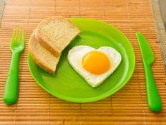 How Many Eggs Is Too Many?: फिट और हेल्दी रहने के लिए एक दिन में कितने अंडे खाने चाहिए? एक्सपर्ट से जानें सटीक जवाब