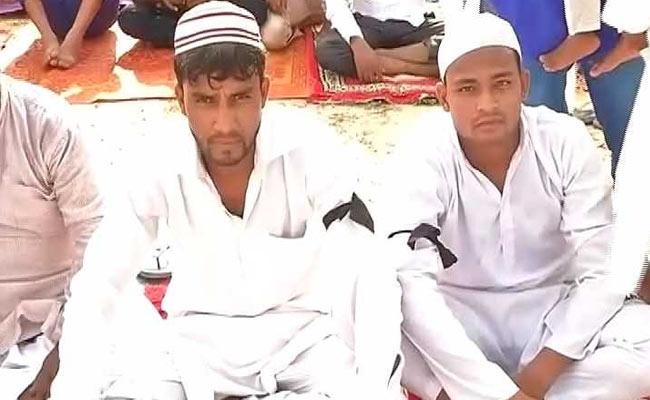 बल्लभगढ़ में नहीं मनाई गई ईद, लोगों ने हाथों में काली पट्टी बांधकर अदा की नमाज