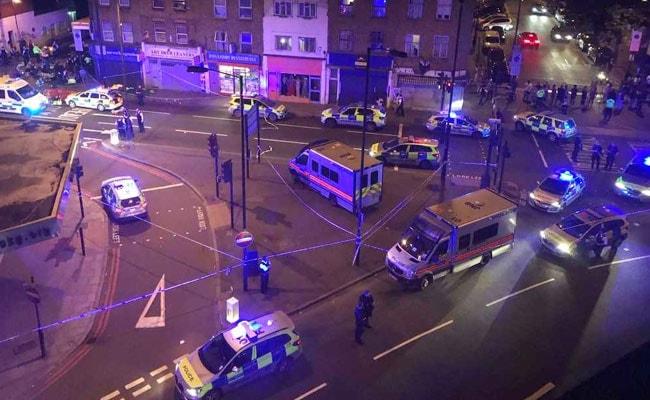 मस्जिद आतंकवादी हमले के पीड़ितों के लिए लंदन निवासियों ने निकाला जुलूस